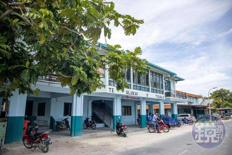 島上最高級的餐廳,位在建築的2樓,來到此處的第一餐就是在這享用。