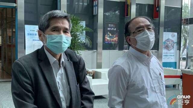 左起為友訊獨立董事鍾祥鳳、馮忠鵬。(鉅亨網記者林薏茹攝)