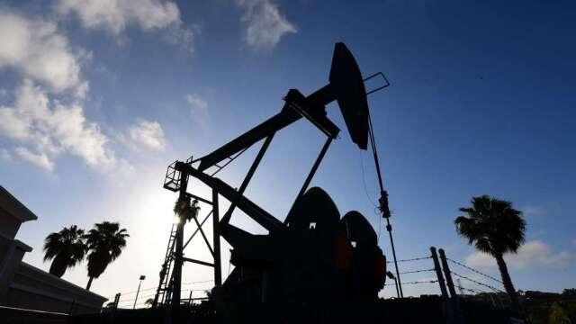 油價有望寫史上最佳單月表現 但前景難料(圖:AFP)