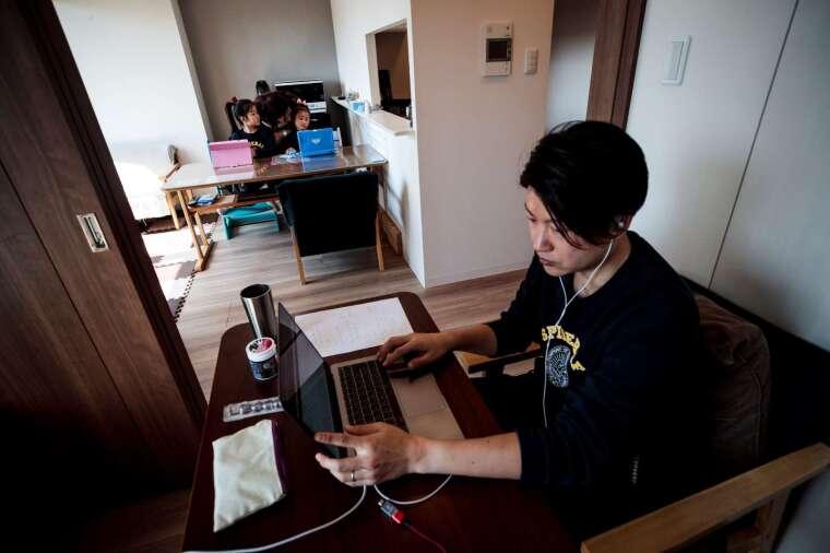 受疫情影響,日本民眾減少外出。 (圖片:AFP)