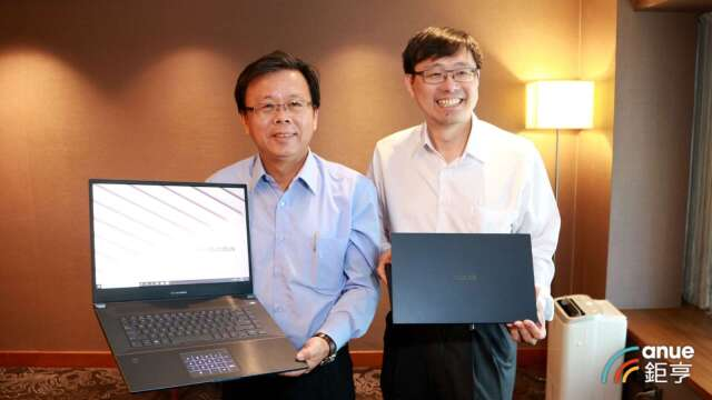 華碩共同執行長許先越(右)、胡書賓(左)。(鉅亨網記者劉韋廷攝)