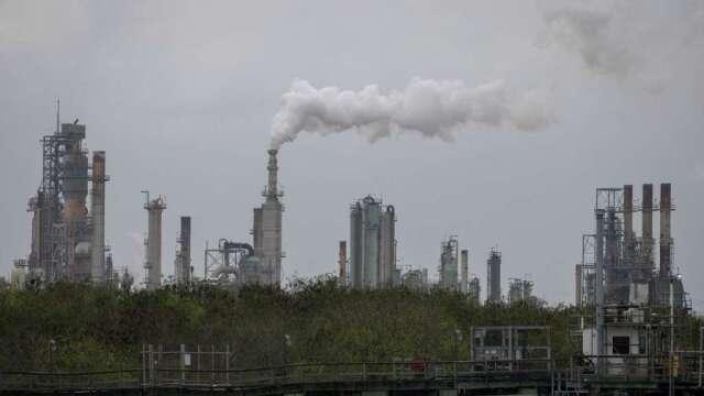 IEA:疫情衝擊 今年全球能源投資大減20%(圖:AFP)