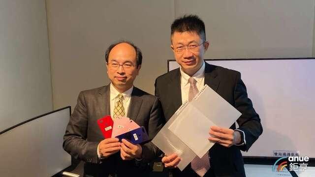 穎台科技董事長王志鴻(左)、總經理林俊役(右)。(鉅亨網記者劉韋廷攝)