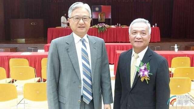 圖左為新纖董事長吳東昇、右為總經理羅時銓。(鉅亨網資料照)