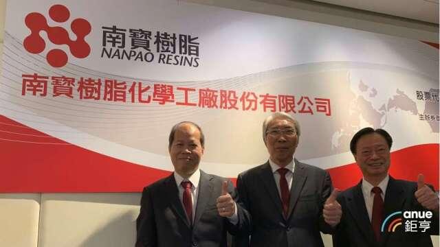 南寶董事長吳政賢(中)、執行長許明現(左)。(鉅亨網資料照)
