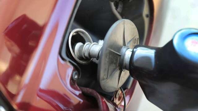 中油汽、柴油價明日起各調升0.3元。(圖:AFP)
