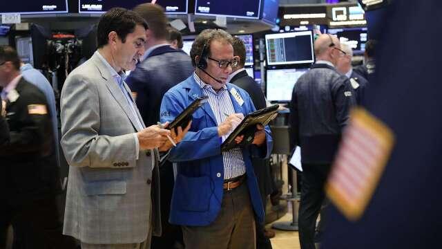 各國刺激法案不斷,全球股市樂觀上揚。(圖:AFP)