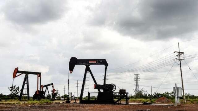 落實減產率為OPEC+會議添變數 油價自3個月高點回落 (圖:AFP)