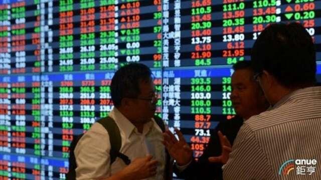 台股 4 日終場收在 11393.23 點,上漲 73.07 點,成交值連續 2 日超過 2000 億元,達 2016.82 億元。(鉅亨網資料照)