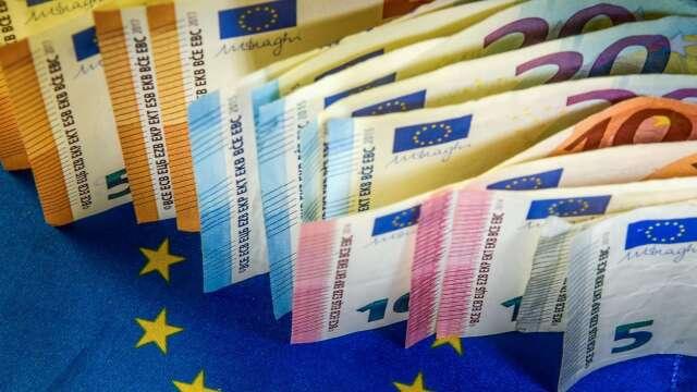 〈紐約匯市〉歐洲央行加碼QE 歐元躍升至12週高點 美元續跌(圖片:AFP)