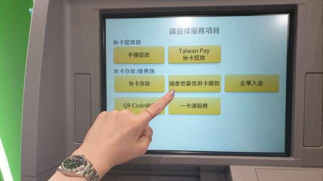 防疫少出門 國泰世華ATM使用率年成長10% 交易人數倍增。(鉅亨網資料照)