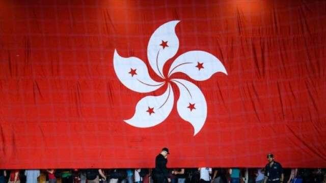 中國資金流入+中企香港掛牌 港幣再觸聯繫匯率上限(圖:AFP)