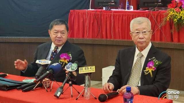 裕民董事長徐旭東(左)和總經理王書吉(右)。(鉅亨網記者王莞甯攝)