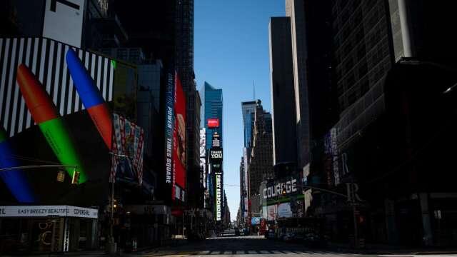 紐約時代廣場在防疫封鎖禁令下空無一人(圖片:AFP)
