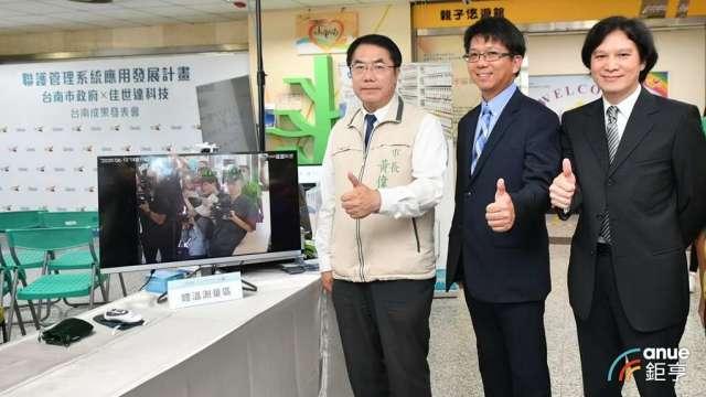 圖左起為台南市長黃偉哲、佳世達智能方案事業群總經理李昌鴻、明基逐鹿總經理曾文興。(鉅亨網記者彭昱文攝)