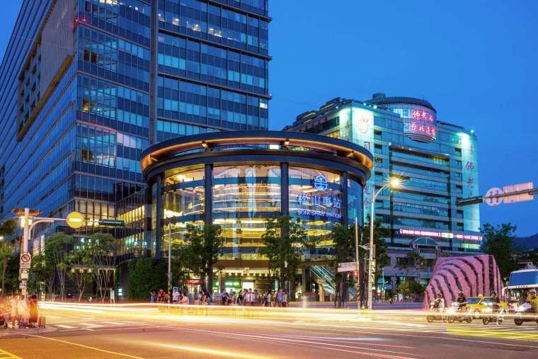 ▲松山車站廣場預售新案「信松廣場」登場前,周邊開出世貿 3 館、京華城、大南港等台北 3 大標案,總計 966 億案量,地段未來價值高。
