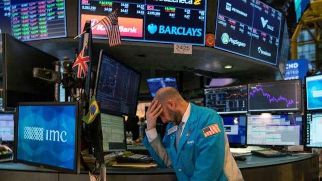 〈美股盤後〉美股上演大屠殺!道瓊狂瀉逾1800點 (圖片:AFP)
