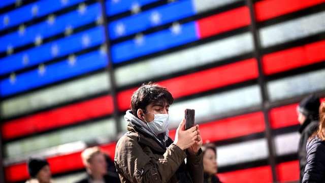 憂第二波感染潮襲來 恐慌指數狂飆逾50%(圖片:AFP)