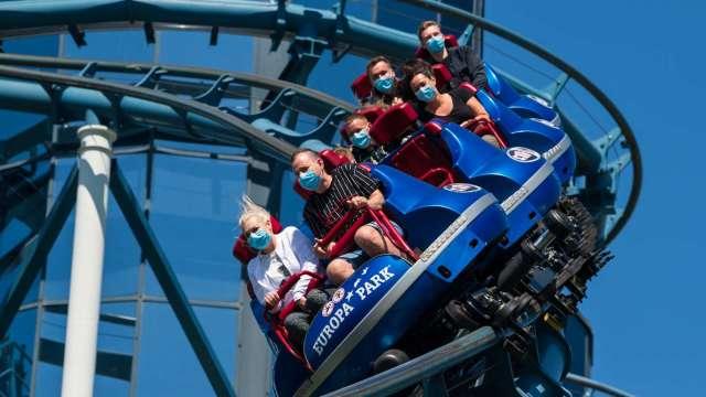 抓緊了!全美各地主題樂園將重啟 股市可望搭雲霄飛車(圖片:AFP)