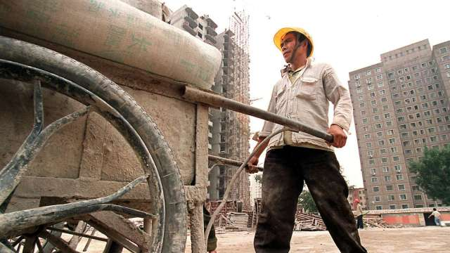 進入淡季 中國水泥價格自高檔回跌   (圖片:AFP)