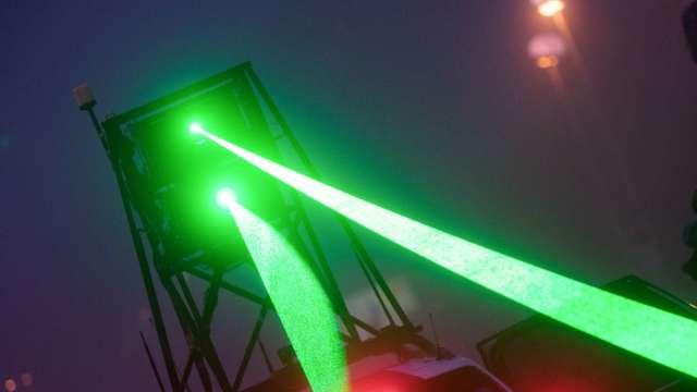 〈鉅亨看世界〉雷射清除太空垃圾 (圖片:AFP)