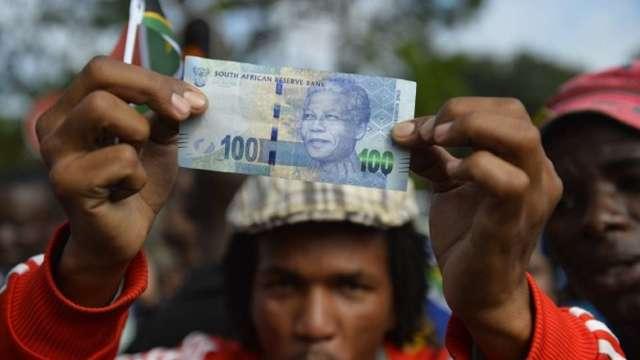 降評衝擊船過無痕 高收益仍然誘人 外資重新錢進南非債市。(圖:AFP)