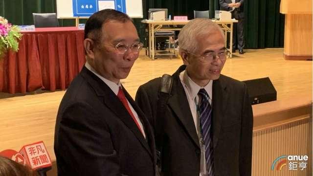 左起為台鋼集團會長謝裕民、友訊董事長李中旺。(鉅亨網記者林薏茹攝)