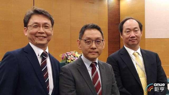 圖由左至右為華新科總經理張瑞宗、董事長焦佑衡、副董事長顧立荊。(鉅亨網記者彭昱文攝)