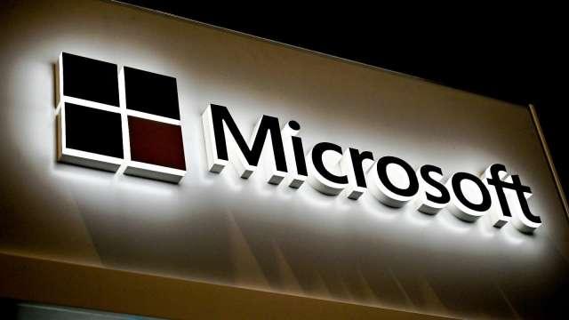 搶先三星推出?傳微軟雙螢幕折疊機Surface Duo有望提前上市  (圖片:AFP)