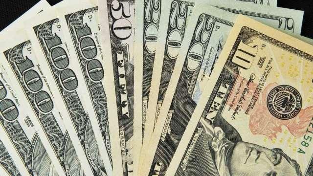 耶魯經濟學家警告:美元難逃崩跌 幅度恐多達35%(圖:AFP)