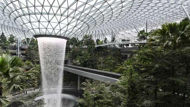 航空前景不確定 新加坡樟宜機場延後第五航廈建設至少2年  (圖:AFP)