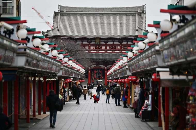 日本 5 月國外旅客人數再創新低 (圖片:AFP)