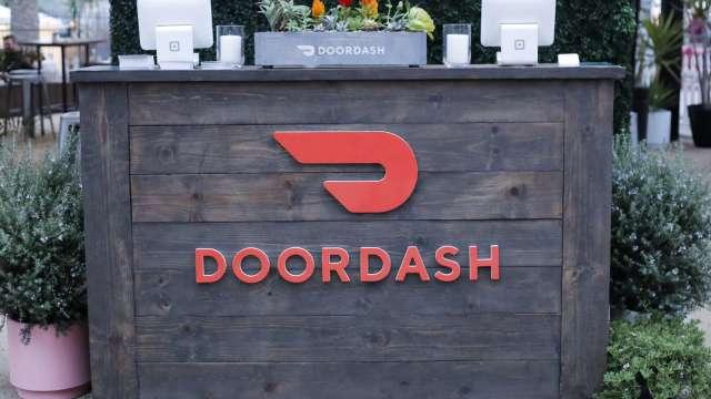 疫情刺激餐飲外送需求 DoorDash估值達160億美元(圖:AFP)