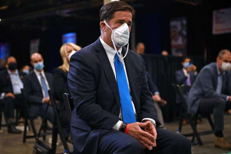 WHO 敦促大眾注重基礎防疫知識,保持社交距離,適當時戴口罩。(圖片:AFP)