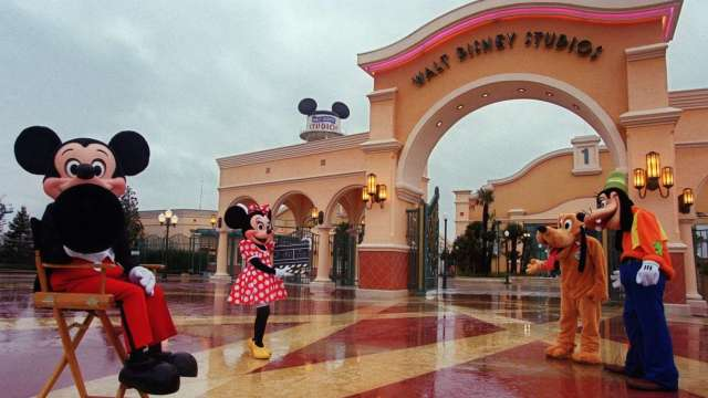 美多處單日確診數創新高 迪士尼樂園工會致函加州州長抵制7月重開 (圖:AFP)