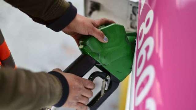 中油:國內汽、柴油價格明(22)日起各調漲0.3元(圖片:AFP)