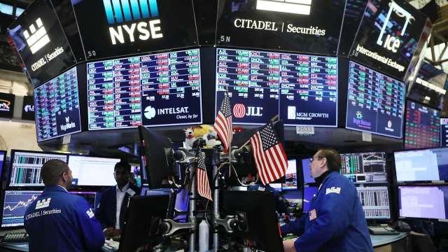 全球央行釋放熱錢,激勵股市反彈。(圖:AFP)