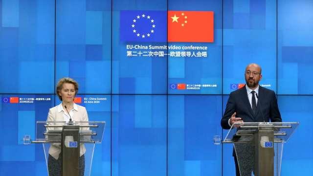 歐盟執行委員會范德賴恩 (左) 和歐盟理事會主席米歇爾 (右) (圖片:AFP)