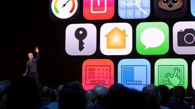 不讓特斯拉專美於前!iPhone可當數位車鑰 開門、發動沒問題 (圖片:AFP)