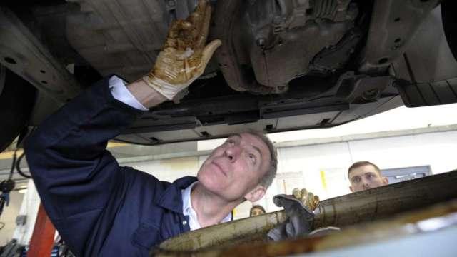 英國汽車業:政府需專案救助 否則六分之一工作處於危險 (圖:AFP)