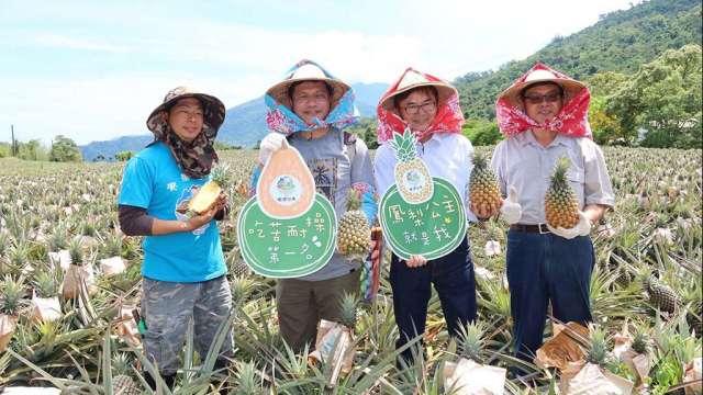 交通部長林佳龍(左2)前往台東推廣精緻旅遊。(圖:交通部觀光局提供)