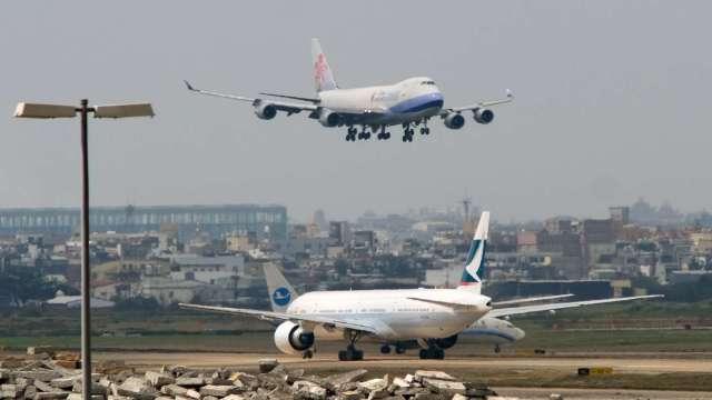 桃機25日起開放國際旅客轉機 限搭3家航空公司班機。(圖:AFP)