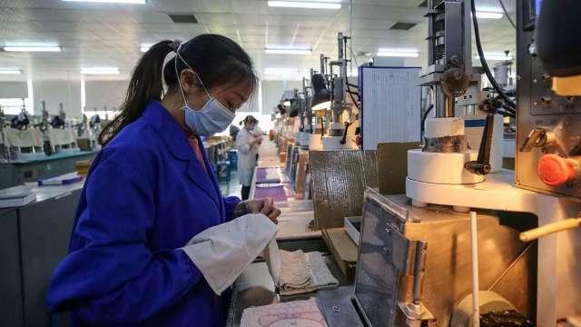無薪假破3萬人 製造業占比逾半 住宿餐飲業逐步改善。(示意圖:AFP)