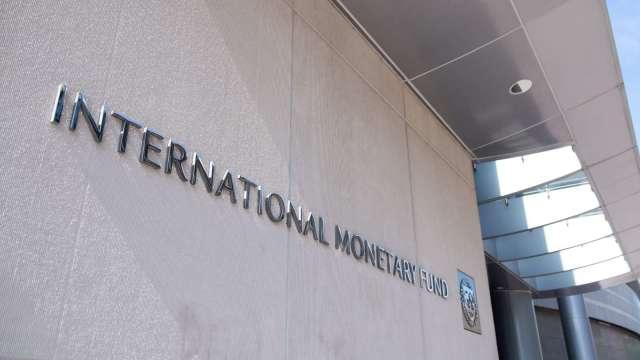 IMF下調全球經濟增長預期至-4.9% 警告全球公共債務恐飆新高  (圖:AFP)