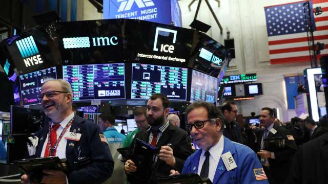 〈美股盤後〉美監管機構放鬆沃爾克規則 銀行股大漲 那指重回萬點之上(圖片:AFP)