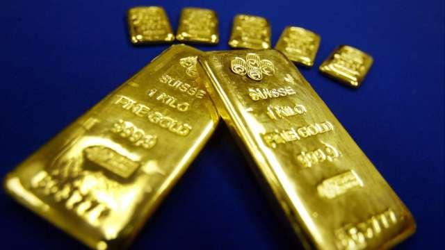 〈貴金屬盤後〉美元走強 黃金連2日下跌 唯本週迄今仍上漲(圖片:AFP)