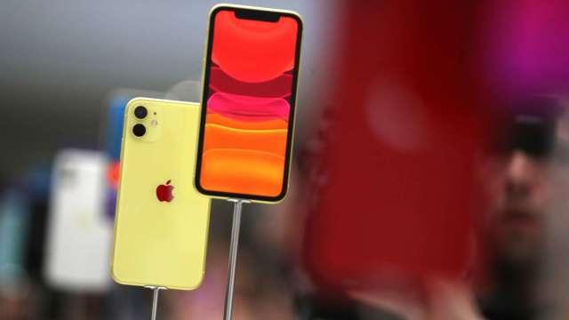 不只有5G版本 傳蘋果iPhone 12也將推出4G LCD機型(圖片:AFP)