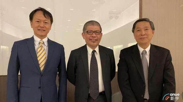 左至右為逸達財務長詹孟恭、董事顏昌人及總經理甘良生。(鉅亨網記者沈筱禎攝)