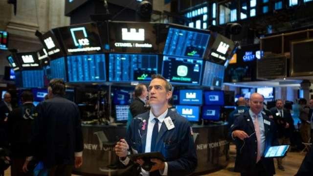 疫情似有增溫跡象,美股上週挫低。(圖:AFP)