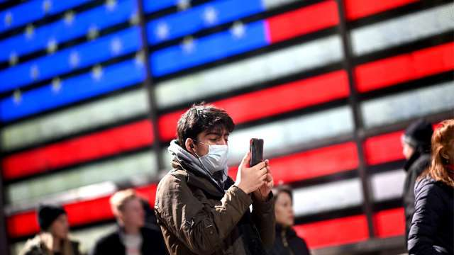 美國多州病例激增!經濟重啟急踩煞車(圖片:AFP)